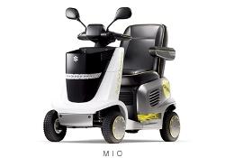 「MIO (ミオ)」は、市販セニアカーの電源である鉛蓄電池に代えて、「ダイレクトメタノール型燃料電池」に置き換えた電動車いすである。メタノール水溶液を燃料に使用しており、カートリッジ式の燃料補助ボトルを装備することが可能で、燃料切れの不安を解消し、より広範囲な活動を可能とした。実用化に向けた信頼性向上を図り、2008年11月から静岡県へリースして、共同で実証試験を実施している。